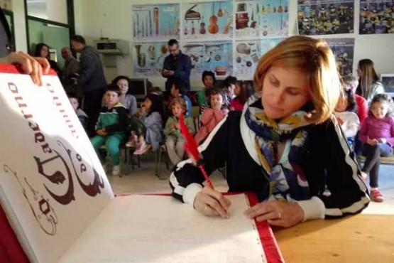 Nava Castro na visita ao Colexio de Educación Infantil e Primaria de San Cosme, en Barreiros