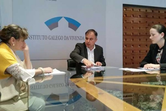 Heriberto García acompañado de María Ángeles Domínguez e Magdalena Pérez
