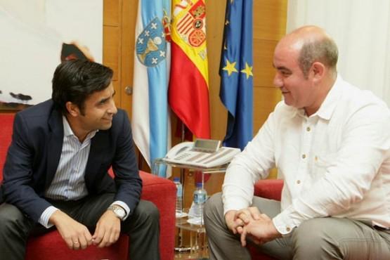 José Manuel Rey Varela na reunión co alcalde de Laza