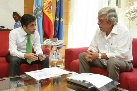 José Manuel Rey Varela na reunión co alcalde de Xunqueira de Espadanedo