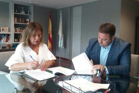 Beatriz Mato na reunión co alcalde de Frades