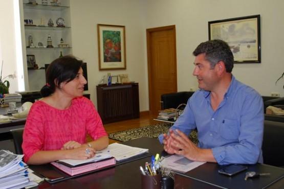 Ángeles Vázquez na reunión co alcalde de Boqueixón