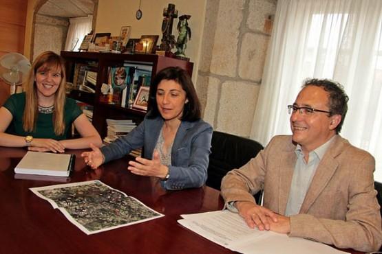 A conselleira de Medio Rural na reunión cos dous alcaldes