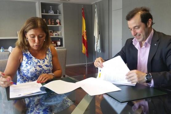 Beatriz Mato asina convenio de colaboración co Concello de Cospeito
