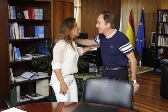Beatriz Mato na reunión co alcalde de Coirós. Foto: M. Fuentes