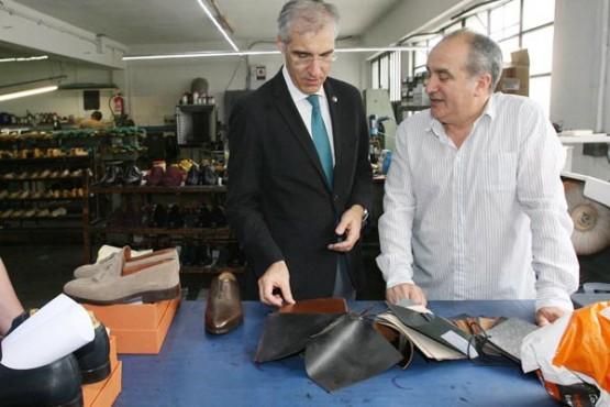 Francisco Conde na visita ás instalacións da empresa.