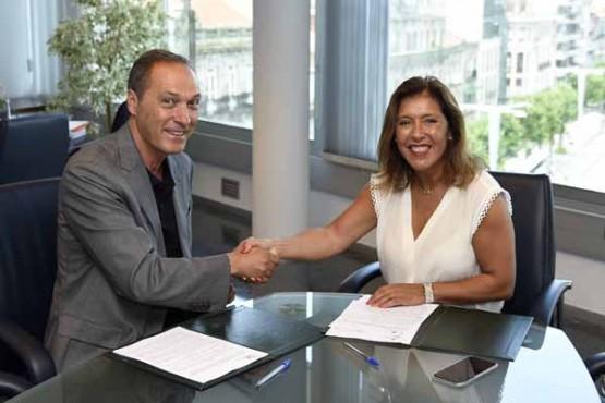 Beatriz Mato asina convenio co alcalde de Soutomaior