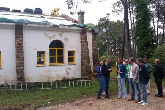 Raquel Arias na visita ás obras de mellora do campamento
