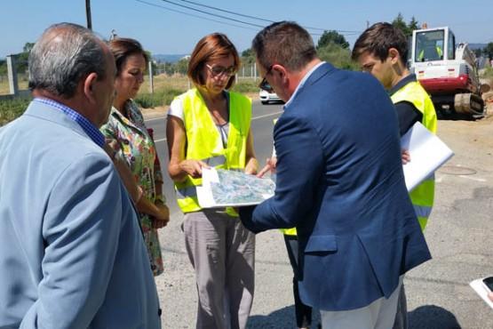 Raquel Arias na visita ás obras