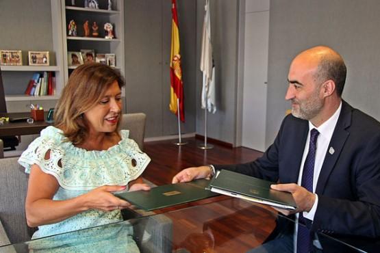 Reunión da conselleira de Medio Ambiente e o alcalde de Celanova
