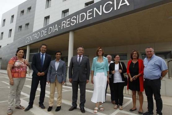 Rey Varela na visita ao centro de San Cibrao