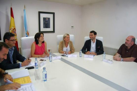 Ángeles Vázquez na reunión cos rexedores