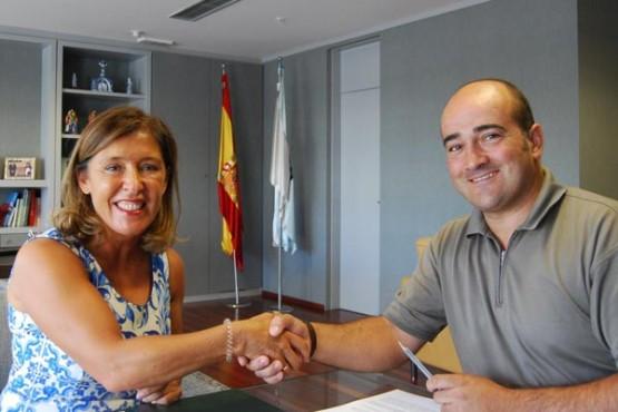 Beatriz Mato na sinatura do convenio co alcalde de Mondariz