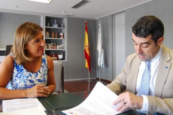 Beatriz Mato na reunión co alcalde de Pontecesures