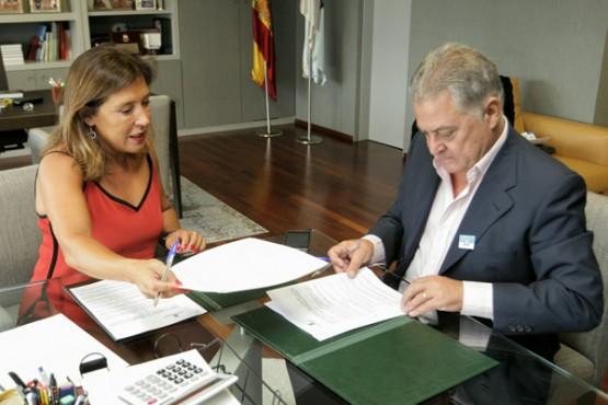 Beatriz Mato na reunión co alcalde de Quiroga