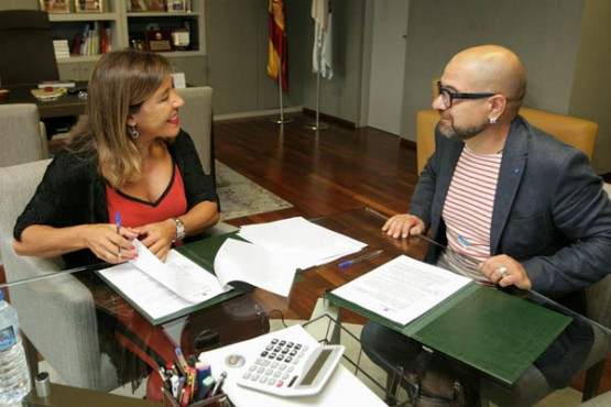 Beatriz Mato na reunión co alcalde de Teo