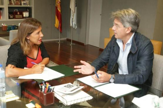 Beatriz Mato na reunión co alcalde do Grove