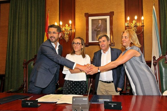 Ethel Vázquez na sinatura do acordo cos concellos de Barbanza