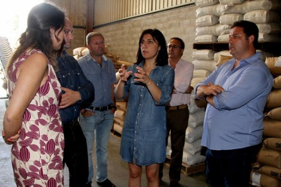 Ángeles Vázquez na visita á Cooperativa Central de Frades