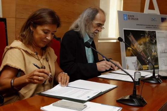 Beatriz Mato na sinatura do convenio co alcalde de Viveiro