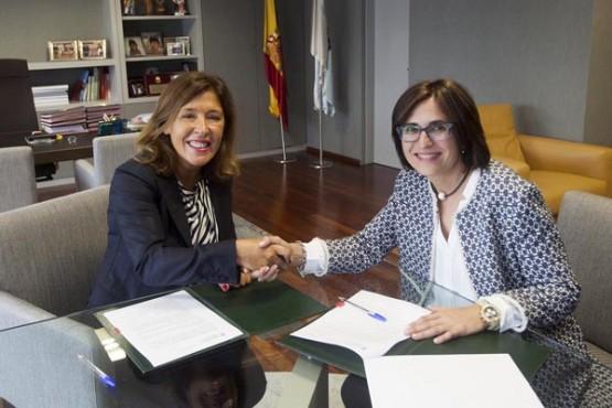 Beatriz Mato na reunión coa alcaldesa de Oímbra. Foto: X. Crespo