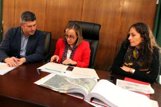 Ethel Vázquez na visita ao Concello de Boqueixón.