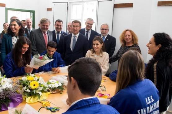 O presidente da Xunta acompañando á raíña Letizia no percorrido polo centro. Foto: X. Crespo