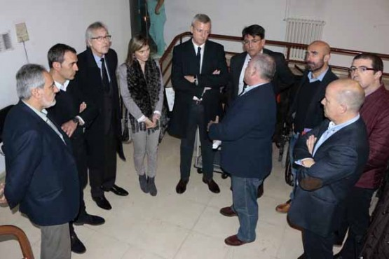 Alfonso Rueda na visita ao antigo Centro de Saúde onde se instalará a nova sede xudicial