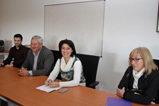 Ángeles Vázquez na visita á asociación Amuga de Trazo.