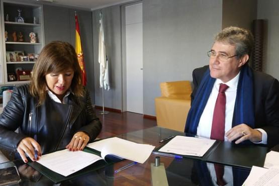 Beatriz Mato na reunión co alcalde de Leiro