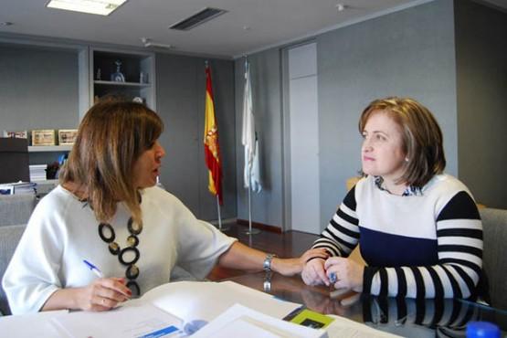 Beatriz Mato na reunión coa alcaldesa de Triacastela
