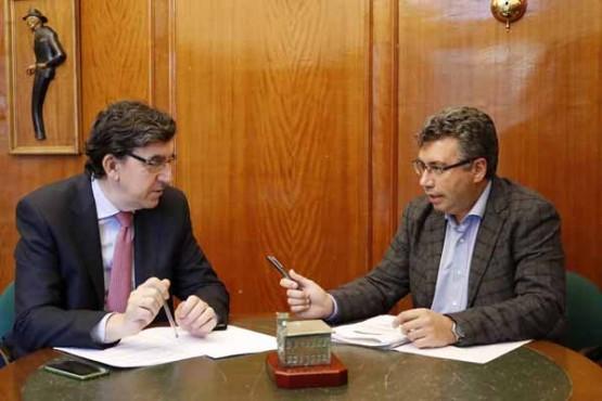 López-Chaves na reunión co alcalde de Redondela