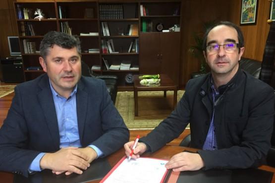 Ovidio Rodeiro na reunión co alcalde de Negreira