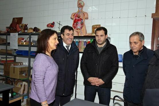 Román Rodríguez na visita ao Ceip de Tenorio