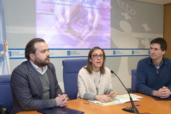 Os rexedores de Lalín e Vedra na sinatura do acordo con Ethel Vázquez. Foto: X. Crespo