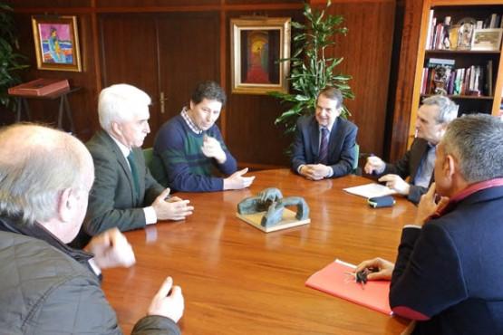 Abel Caballero na reunión con representantes de Aemos