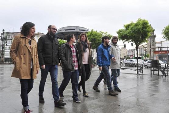 Cecilia Vázquez na xuntanza cos xóvenes en Betanzos. Foto: M. Fuentes