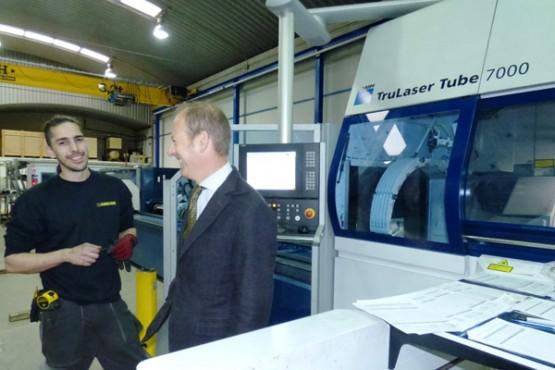 O director do Igape na visita ás instalacións de Dimalnox en Culleredo
