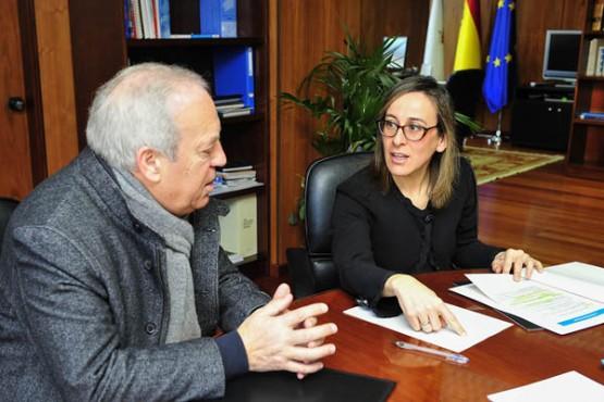 Ethel Vázquez na reunión co alcalde de Betanzos. Foto: M. Fuentes