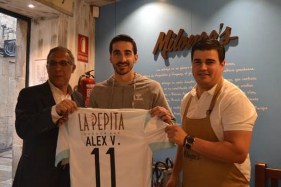 Álex Velasco preséntase como xogador do Santiago Futsal no Milonga's