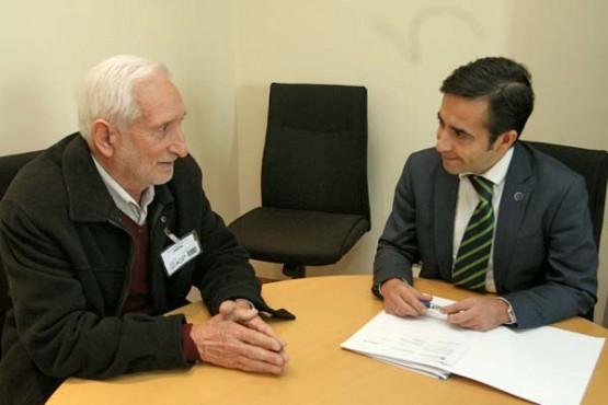 José Manuel Rey Varela na reunión co alcalde de Vilariño de Conso
