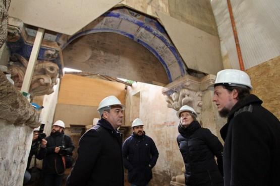 Román Rodríguez na visita á igrexa de Palio