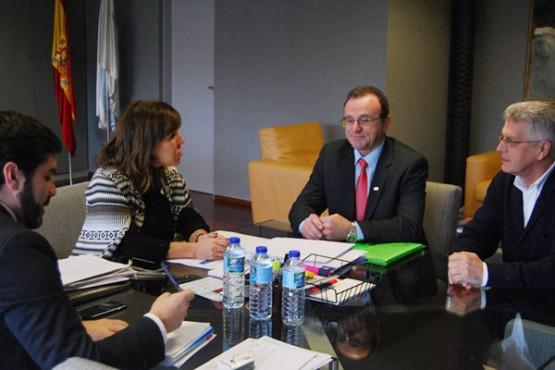 Beatriz Mato na reunión co alcalde de Malpica