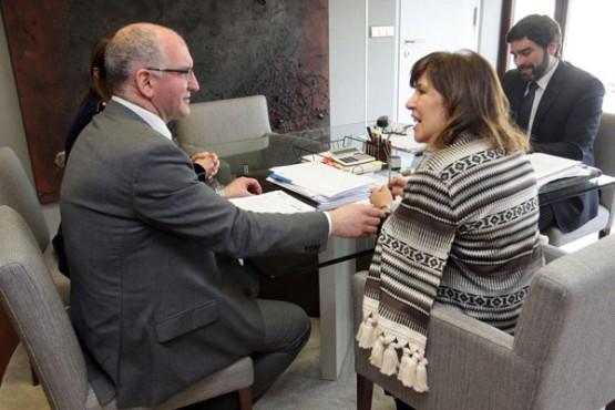 Beatriz Mato na reunión co alcalde de Noia