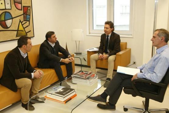 Jesús Gamallo na reunión cos alcaldes de Tui e Valença