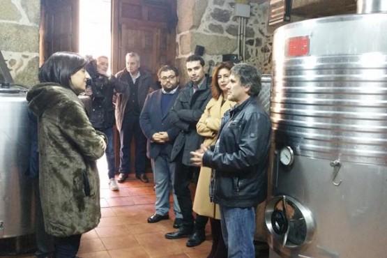Marisol Díaz na visita ás instalacións da adega Pousadoiro