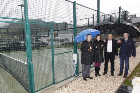 Marta Míguez na visita ás instalacións deportivas