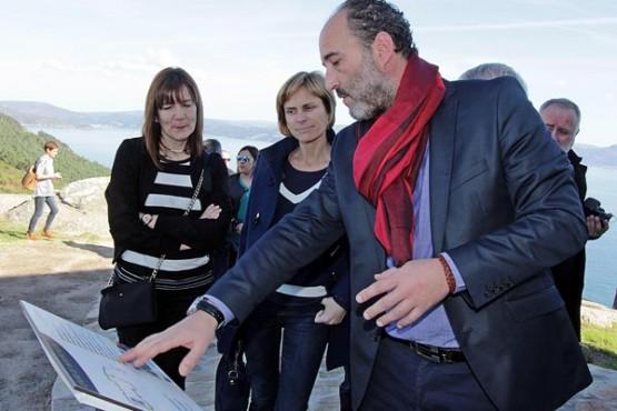 Nava Castro na inauguración do Hotel Restaurante Semáforo Fisterra
