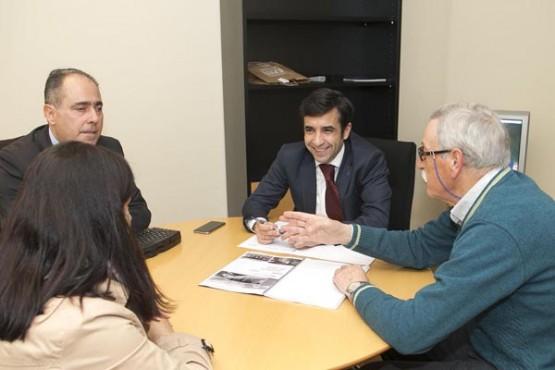 Rey Varela na reunión co alcalde de Campo Lameiro. Foto: X. Crespo