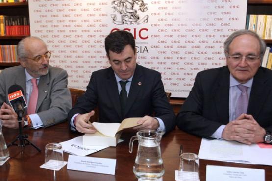 Román Rodríguez na presentación do libro